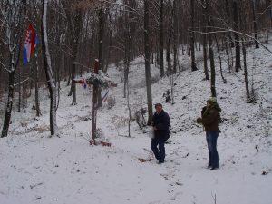 Stipo Pilić i Blanka Matković u studenom 2007. na lokalitetu kod Novog Marofu na kojemu je 1945. i 1946. ubijeno nekoliko stotina hrvatskih građana.