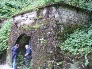 Blanka Matković i hrvatski istraživač iz Slovenije Dragutin Šafarić pred ulaskom u rudnik Barbarin rov u ljeto 2008.